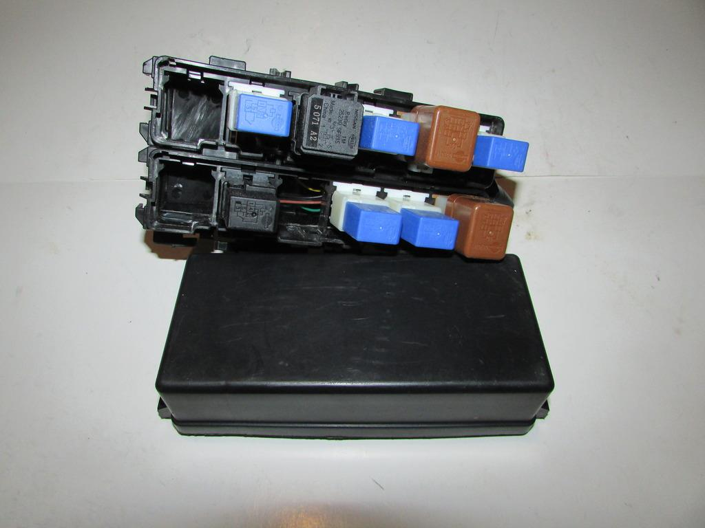hight resolution of 04 07 nissan armada 5 6l v8 under hood relay fuse box block warranty 1945