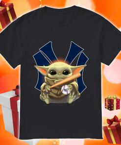 Baby Yoda love New York Yankees shirt