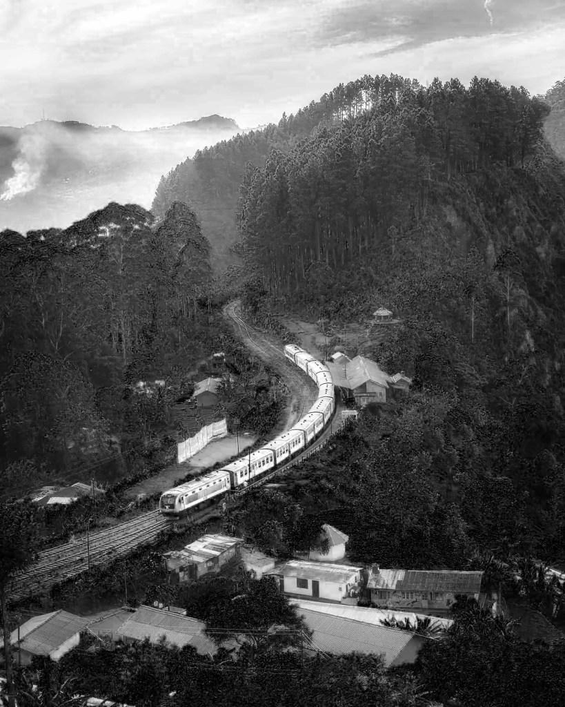Paesaggio : treno filtro blu