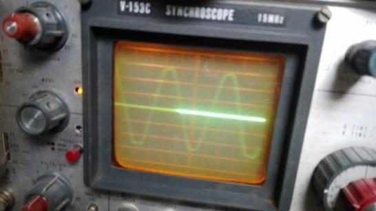 ビンテージオシロで見た AC 100V