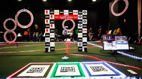 渋谷ヒカリエで行われたマイクロドローンレースわずか10m四方のスペースで開催