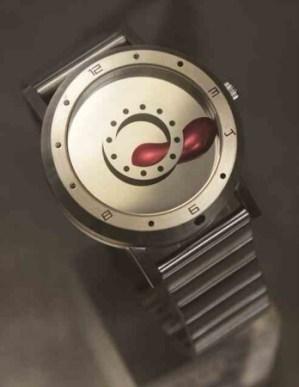 世界初「液体金属」を自由に操り時間を表示する「液体金属ウォッチ」が発売開始世界初「液体金属」を自由に操り時間を表示する「液体金属ウォッチ」が発売開始