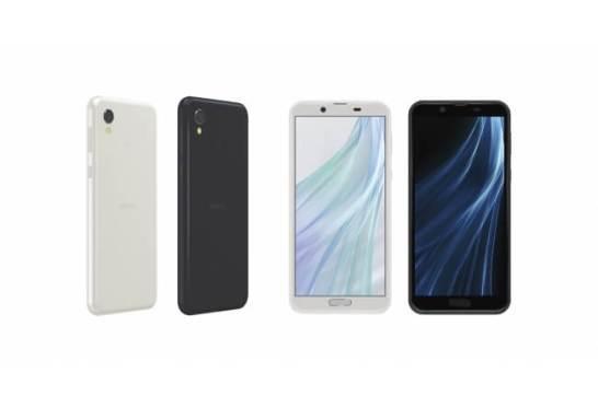 スマートフォン2018年冬モデル「AQUOS sense2」(左から、シルキーホワイト、ニュアンスブラック) ●画面はハメコミ合成です。 ●開発中につき、発売時にデザインや仕様が変更になる可能性があります。