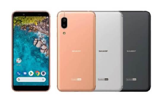Android One のスマートフォン「S7」(左から) ライトカッパー、シルバー、ブラック