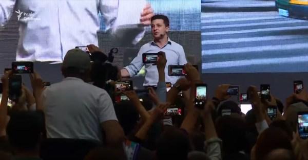 """Володимир Зеленський на iForum - якщо """"держава в смартфоні"""", то й політиків до кишені"""