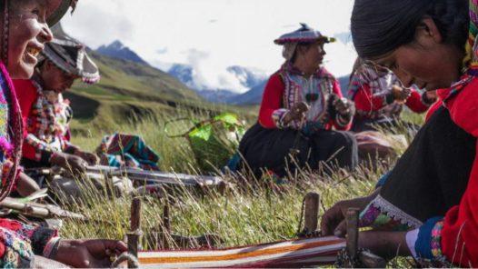 Visit Rainbow Mountain-textile demonstration n Ausangate