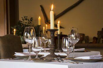 Enjoy candlelit dinners.