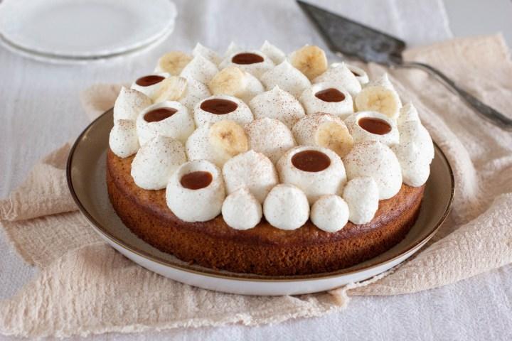בנופי 2.0 (עוגת בננות, קרמל מלוח וקרם שוקולד לבן)