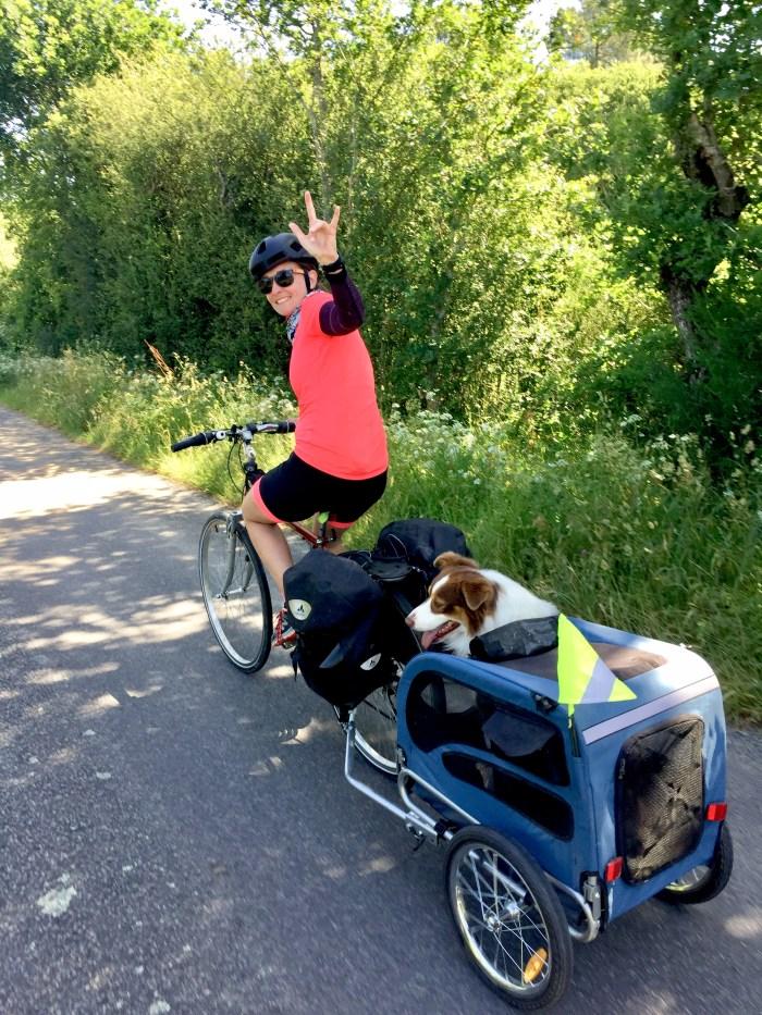 fille vélo Loire atlantique cariole chien berger australien etc