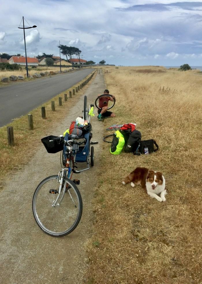 changement chambre à air vélodyssée voyage vélo