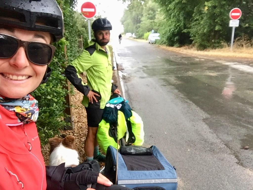 voyage à vélo sous la pluie