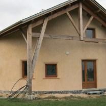 construction_ecologique_ossature_bois_murs_paille_enduits_exterieurs_pieds_nus_habitat_aveyron