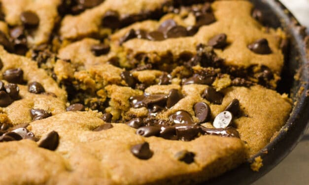 Nutella Stuffed DEEP DISH SKILLET COOKIE – Pizookie!