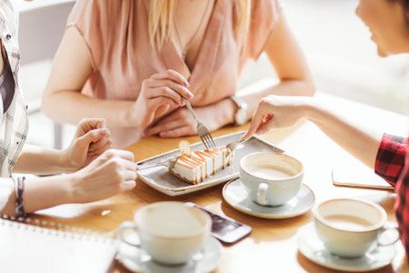 how to live simply photo of women eating dessert and having coffee