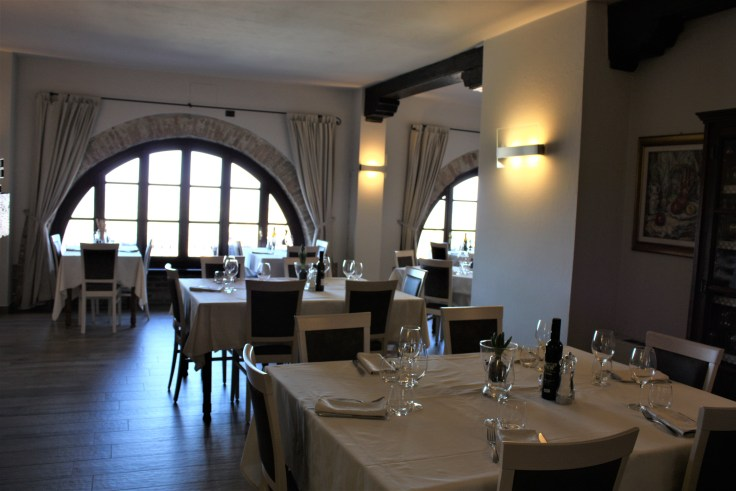 Le Torri dining room