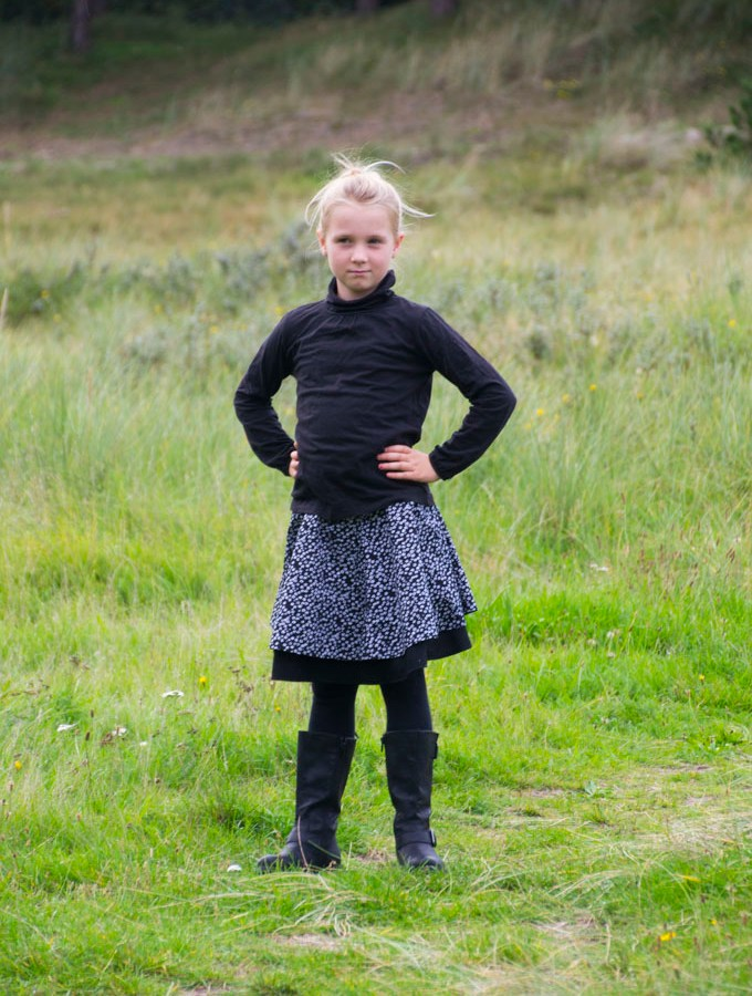 Dyyni Skirt by Pienkel. Pattern from www.pienkel.com in sizes 2y-16y.