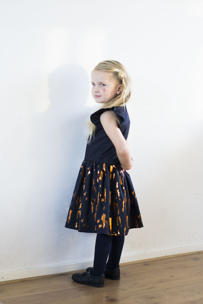 Hanami Dress Pattern by Straightgrain - Loxia Fabric by Lotte Martens - Sewn by Pienkel