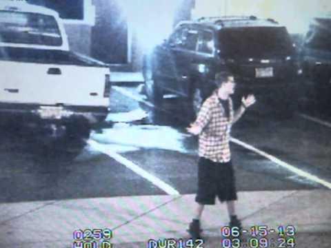 EE.UU.: Cinco agentes y un perro policial contra un joven desarmado