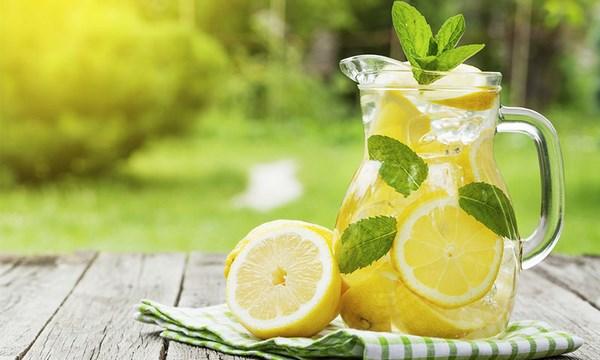Beneficios del agua de limón en ayunas