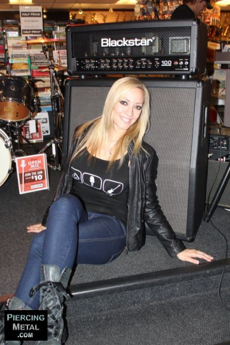 nita strauss, guitarist nita strauss, nita strauss clinic, nita strauss photos