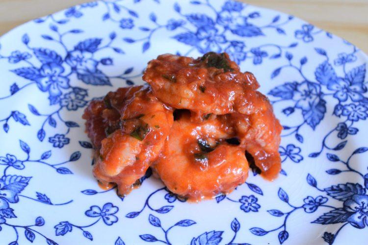 krewetki w sosie pomidorowym