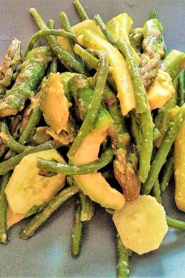 salatka, zielona fasolka szparagowa, szparagi, awokado, ogorek