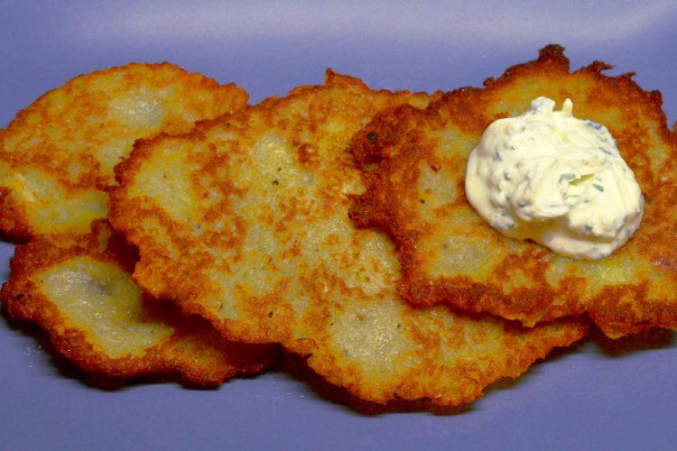galettes de pommes de terre, crème au fromageblanc