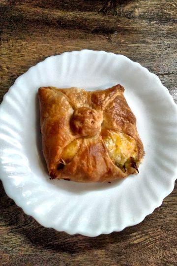pâte feuilletée, poireaux, fromage rappé