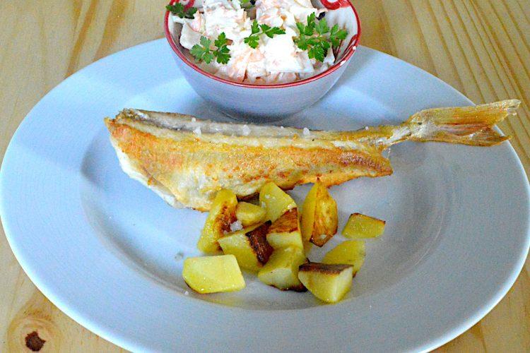 grondin, poisson pané, salasde de chou blanc
