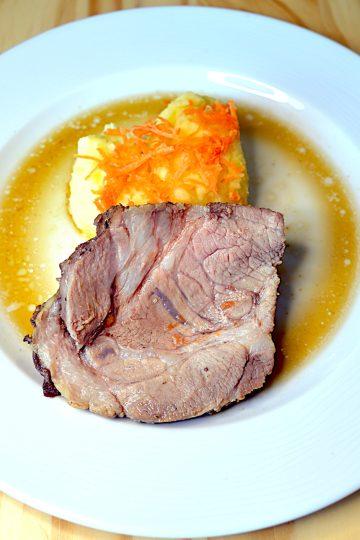 viande de porc, purée de pommes de terre,