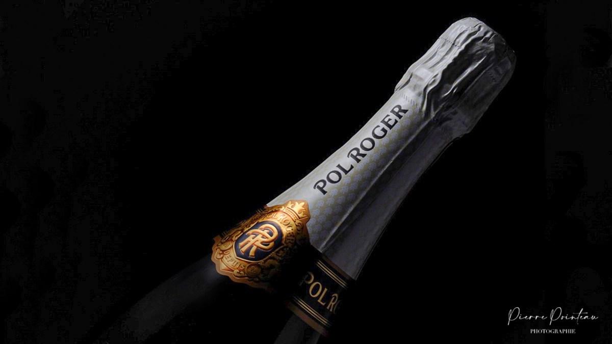 Photographie packshot d'une bouteille de champagne Pol Roger