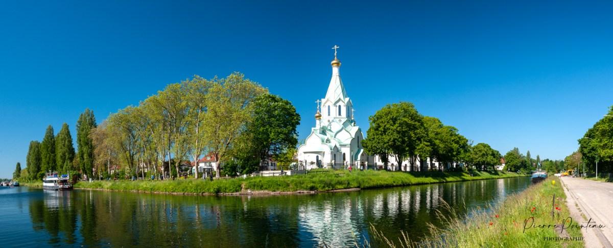Photographie de l'église orthodoxe de Strasbourg, au printemps par beau temps.
