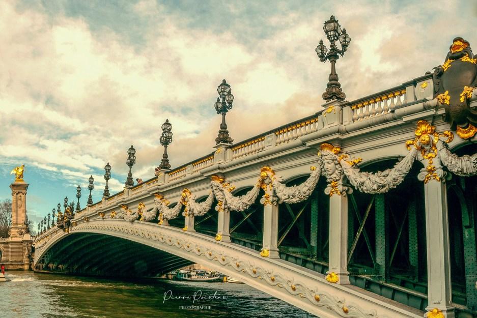 Photo du pont Alexandre III, à Paris.