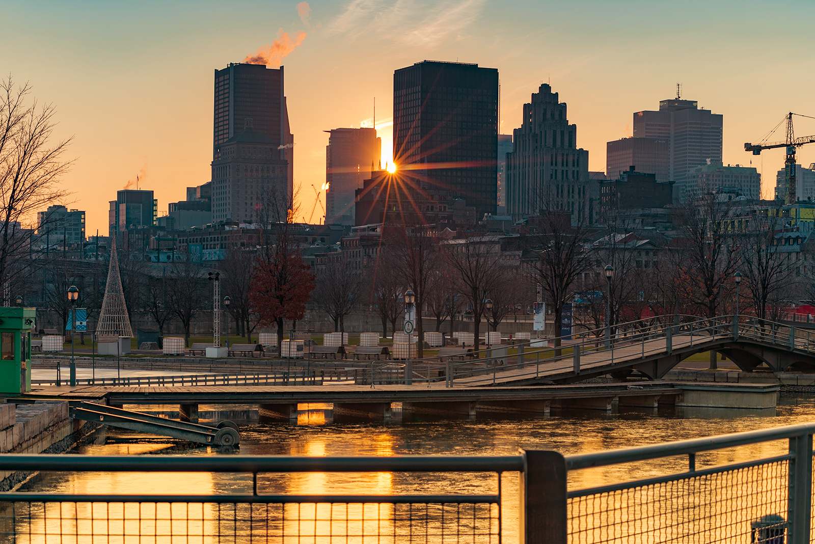 vieux_port_montreal_downtown_christmas_sunset_gold_ice_DSC4601_s_w