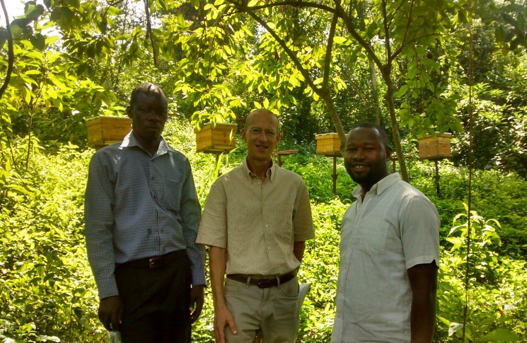 Visite du rucher de l'Institut de recherche en agriculture de Kabanyolo, université de Makerere, Ouganda