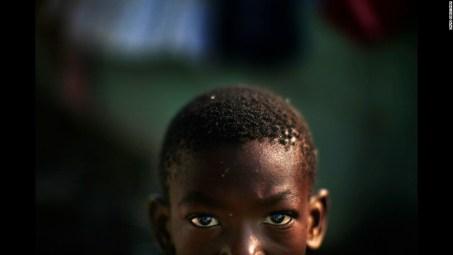 Portrait d'un enfant d'Haïti après le tremblement de terre
