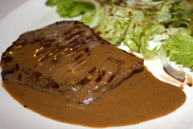 Steak et sa sauce au poivre vert