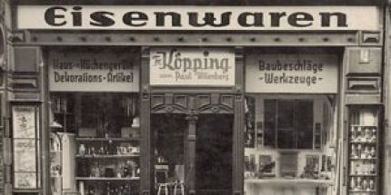 Damals noch in den Händen von Friedrich Köpping: Der Werkzeugladen hat viele Jahre und Besitzerwechsel hinter sich. (Foto: werkzeuge-kliemann.de)