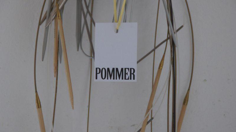 In Julia Pommers Atelier in der Geh8 enstehen Entwürfe, Kostüme, Kleider, Bühnenbilder