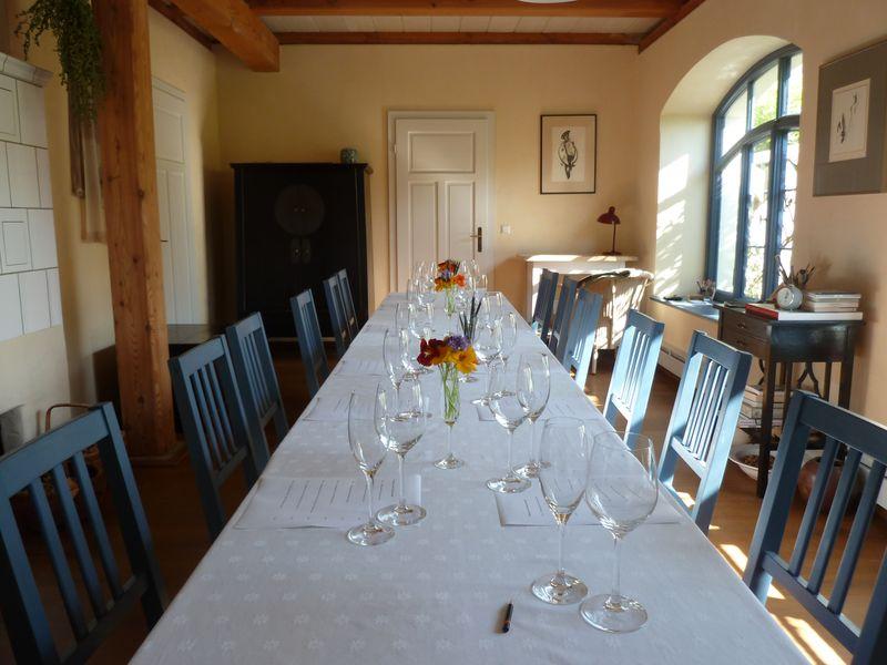 Tafel für eine Weinverkostung - Foto C. Stollberg