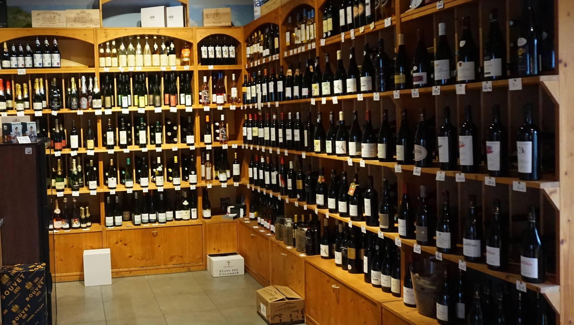 Im Savoir Vivre ist hin und wieder der Wein von Frédéric Fourré in den Regalen vertreten. Der Winzer gibt hier auch gelegentlich Weinverkostungen. Foto: Elisabeth Renneberg