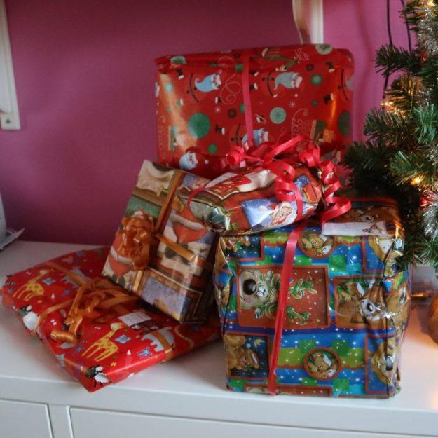Kasa joululahjoja.
