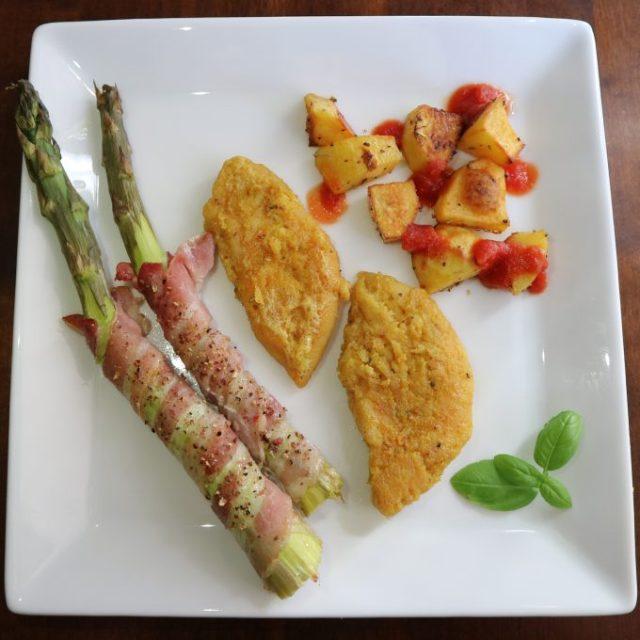 Itse marinoitua hunajabroileria, pekoniin käärittyä parsaa sekä lohkoperunoita!