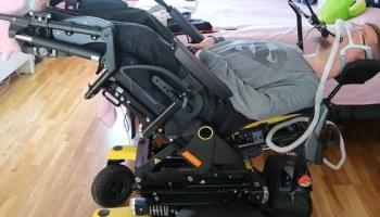 Uuden sähköpyörätuolin saa lähes makuuasentoon.