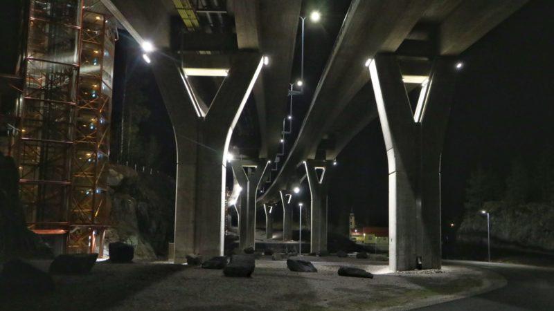 Laitaatsalmen sillan valaistus.