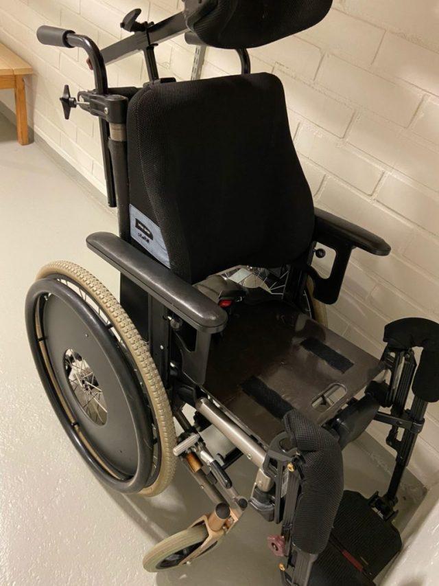 Mukaan lähtenyt pyörätuoli omassa varastossa.