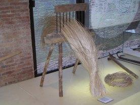 materiale etnografico, filatoio per mazzi di fibra vegetale grezza