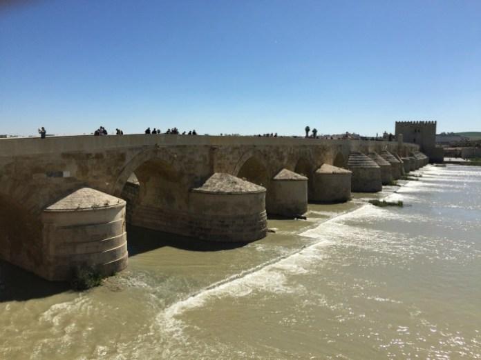 cosa vedere in andalusia in una settimana cordoba puente romano