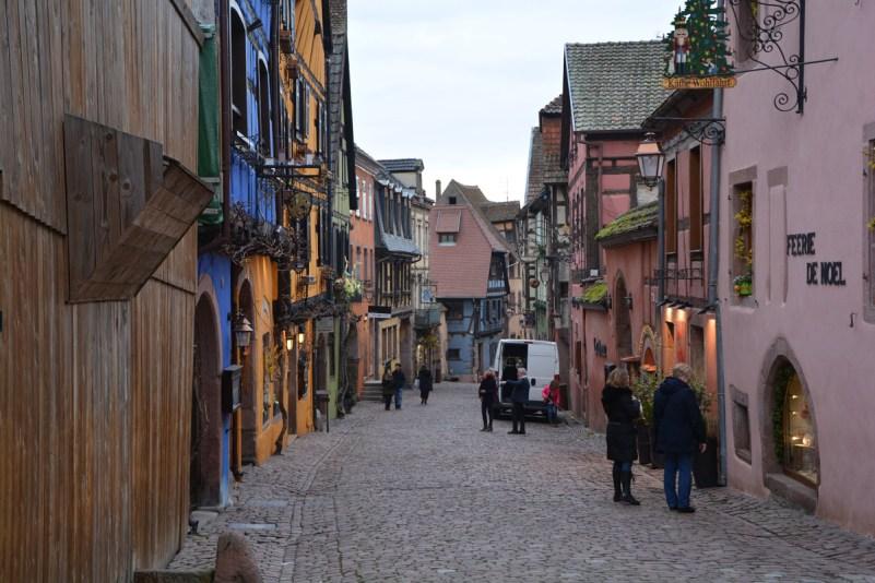 visitare alsazia borghi riquewihr rue general de gaulle