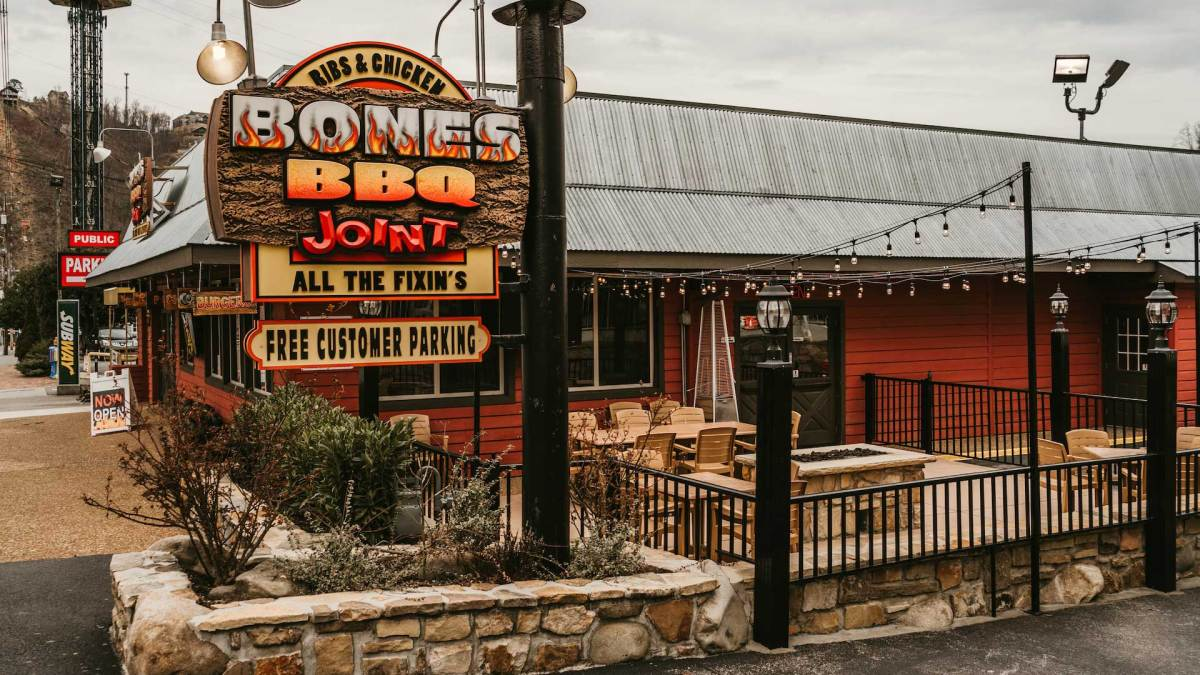 Gatlinburg restaurant, Smoky Mountain restaurant, Gatlinburg BBQ restaurant, Smoky Mountain BBQ restaurant, Bones BBQ restaurant, best BBQ Gatlinburg, best Smoky Mountain BBQ, barbecue restaurant Smoky Mountain, barbecue Gatlinburg, BBQ restaurants in the Smokies, Bennetts Pit BBQ, Best bbq restaurant Gatlinburg, Best bbq restaurant Pigeon Forge, Bones BBQ Joint, Corkys BBQ Pigeon Forge, Delauder Smoky Mountain BBQ, Gatlinburg BBQ, Pigeon Forge BBQ, Smoky Mountain restaurants with BBQ